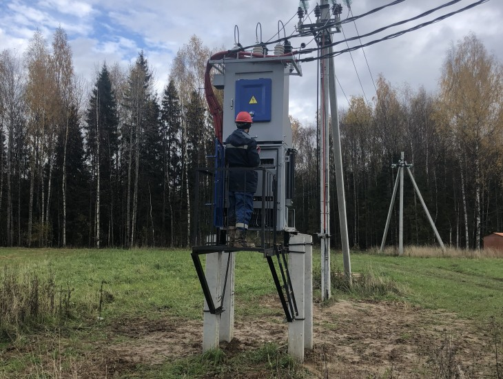 Подключена элетроэнергия на первой очереди коттеджного поселка.